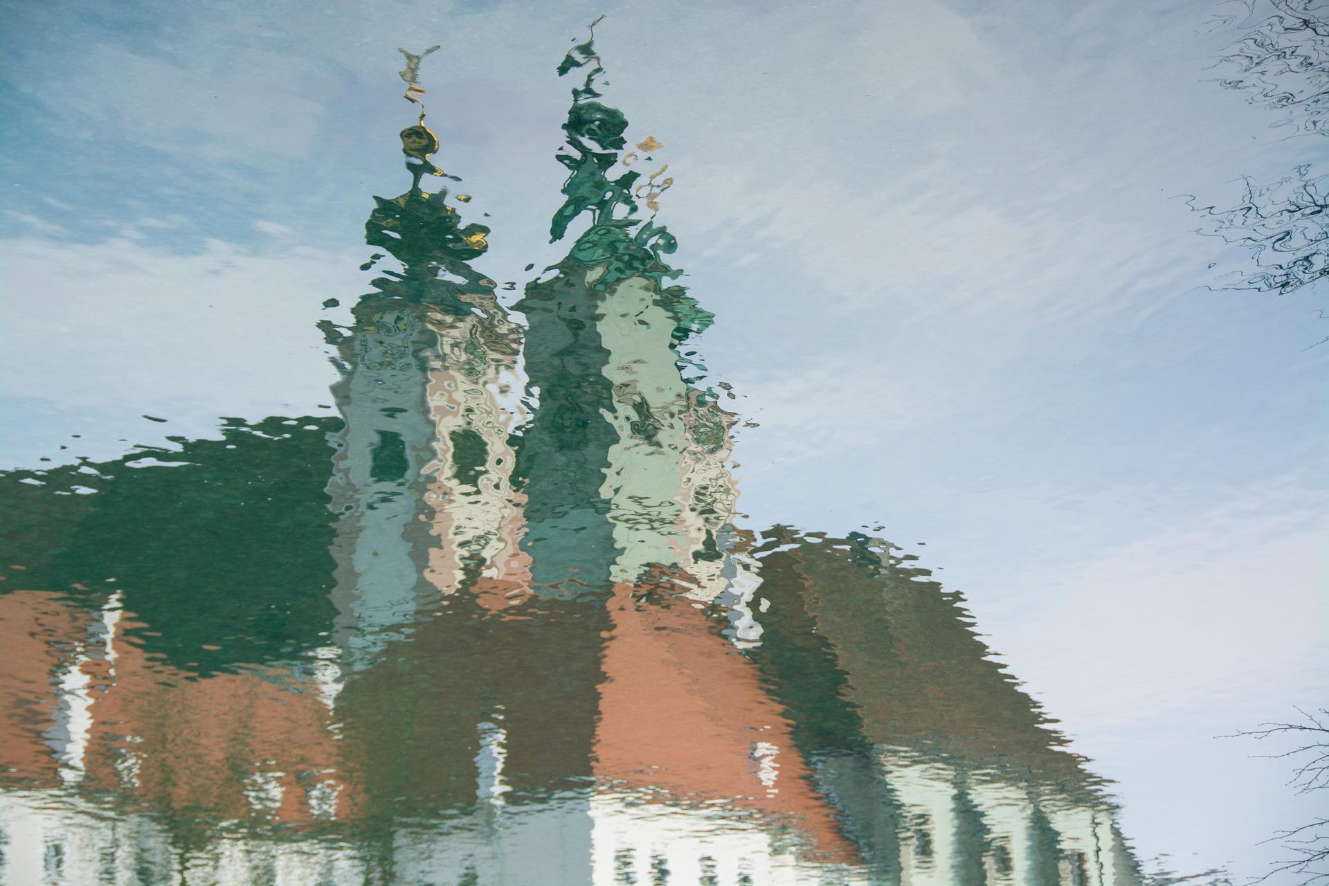 mirroring-1226227_1920.jpg