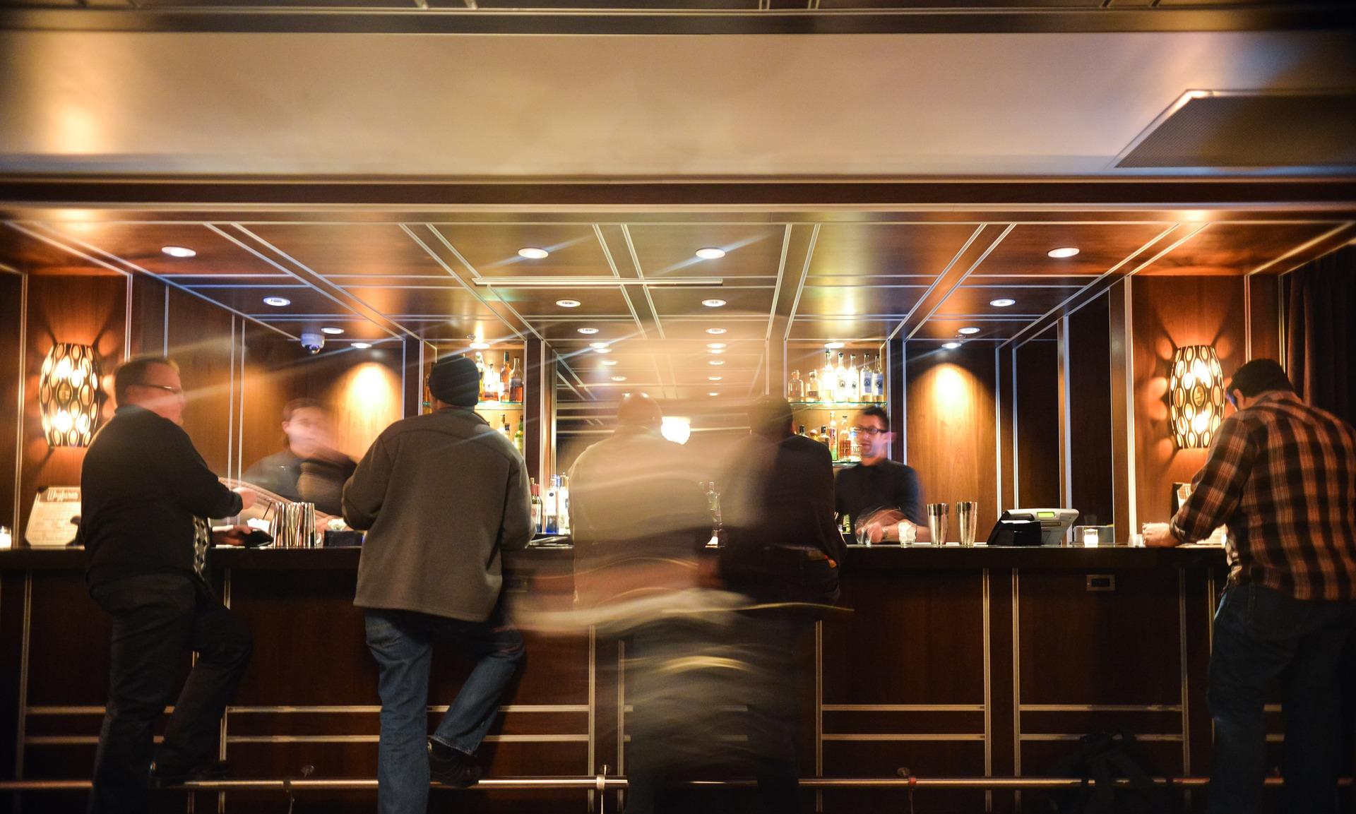 bar-731903_1920